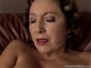 Gorgeous granny with nice big tits sucks and fucks her juicy pussy for you