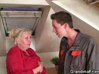 Granny offers her old body for guys