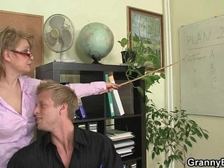 Office lady gives great head and gets fucked